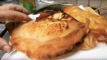 בוריק עם ביצה או תפוח אדמה | צילום: מתוך מטבח בקלי קלות של ליהי קרויץ
