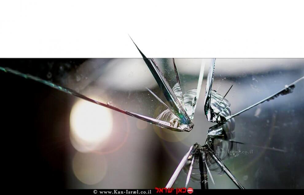 יריה שפגעה בזכוכית   עיבוד צילום: שולי סונגו