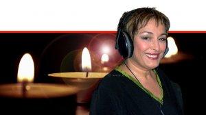 שוש עטרי שדרנית הרדיו הוותיקה והשחקנית שהלכה לעולה בשנת 2008 | צילום: קובי מנורה, כאן, פייסבוק | עיבוד צילום: שולי סונגו