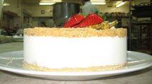 עוגת שמנת פירורים של מצפה הימים | עיבוד צילום: שולי סונגו©