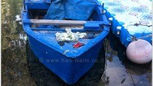 מפקחי משרד החקלאות מחרימים את סירת הדיג ללא רישיון בכנרת | צילום: אוהד ישראלי, משרד החקלאות | עיבוד: שולי סונגו