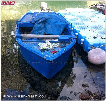 מפקחי משרד החקלאות מחרימים את סירת הדיג ללא רישיון בכנרת   צילום: אוהד ישראלי, משרד החקלאות   עיבוד: שולי סונגו