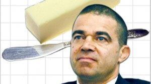 עמית לנג, מנכל משרד הכלכלה והתעשייה, ברקע: חמאה לצרכן