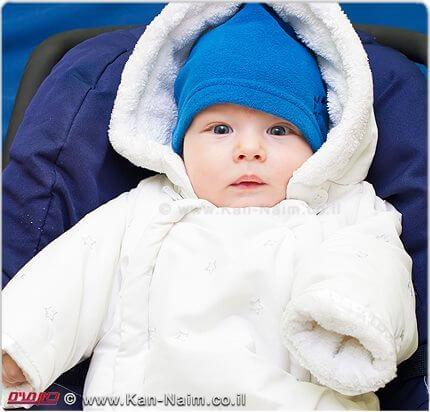 לכסות תינוקות בשכבות רבות או בשמיכה כבדה