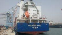 האוניה Billesborg שהזרימה שפכים סניטריים לים בנמל חיפה | צילום: ניר לוינסקי | עיבוד: שולי סונגו