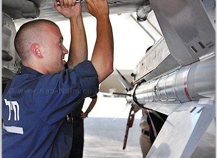 חימוש מטוס חיל האוויר | צילום: גיא אשש, אתר חיל האוויר
