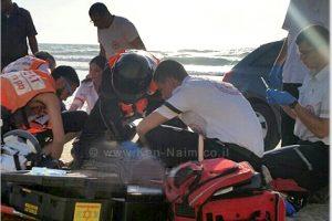 תיעוד מבצעי מגן דוד אדום של צוות מחלץ ומטפל במקרה טביעה בחוף סירונית נתניה   צילום: שלומי מרצ'ביאק   עיבוד: שולי סונגו ©
