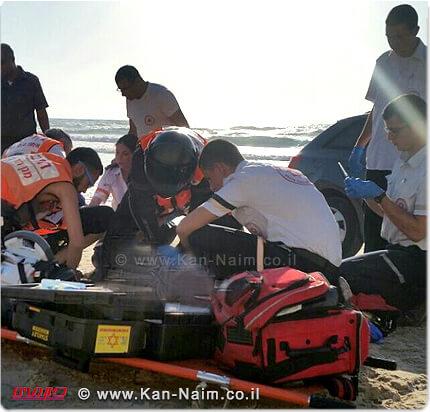 תיעוד מבצעי מגן דוד אדום של צוות מחלץ ומטפל במקרה טביעה בחוף סירונית נתניה | צילום: שלומי מרצ'ביאק | עיבוד: שולי סונגו ©