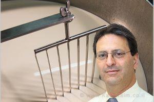 יושב ראש ועדת מכסות מר יאיר שירן | צילום: Depositphotos | עיבוד צילום: שולי סונגו ©