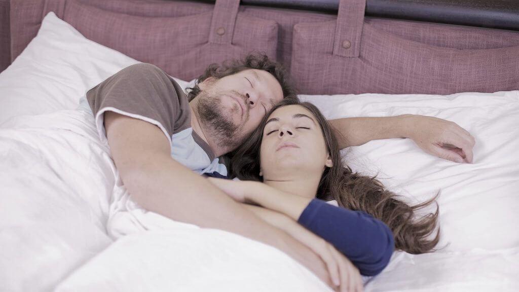 פוריות הגבר: חוסר/עודף שעות שינה מוביל לירידה באיכות הזרע