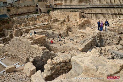 חפירת בחניון גבעתי בעיר דוד בהן התגלה שבר קערת הקירטון מהתקופה החשמונאית | צילום: אסף פרץ, באדיבות רשות העתיקות