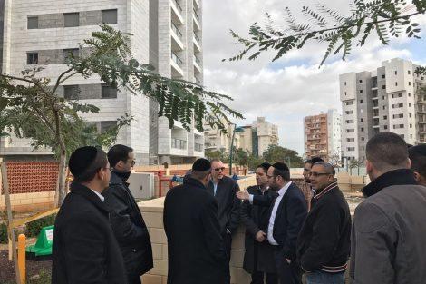 השר דוד אזולאי הבטיח לפעול במטרה לסייע למימון בינוי בית הכנסת בשכונת הפארק.