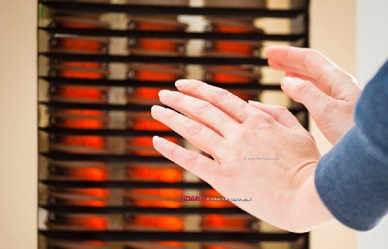 אין לחבר את התנור לחשמל דרך מפצל' וחשוב להרחיק את כבל התנור משאר חלקי התנור החמים
