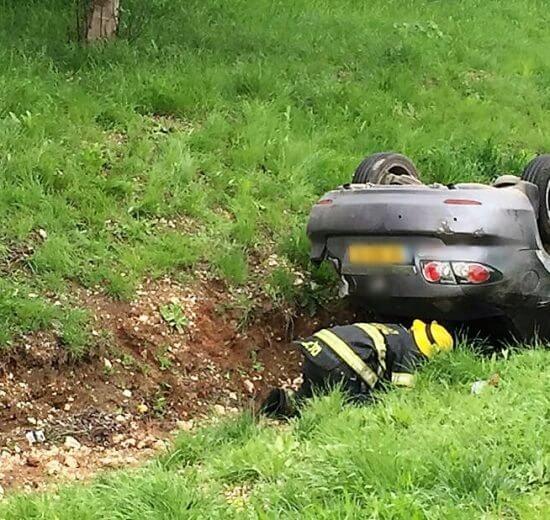 גבר נפצע בינוני בהתהפכות רכבו לתעלה בכביש 6 ליד מחלף אייל