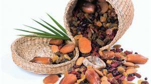 """ט""""ו בשבט טוב השנה לסוחרים צריכת הפירות היבשים גדלה בכ-50%"""