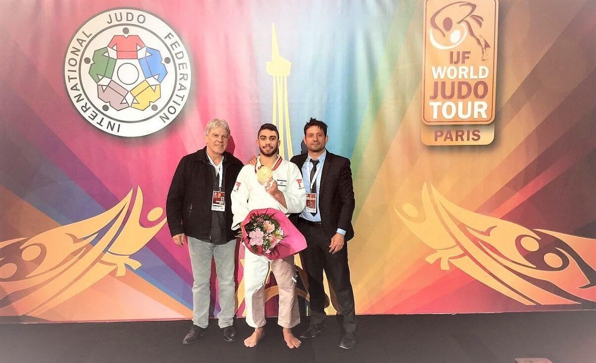 הג'ודוקא טוהר בוטבול, תושב חדרה עם מאמן נבחרת ישראל בג'ודו אורן סמדגה ויושב ראש איגוד הג'ודו מר משה פונטי (צילום: איגוד הג'ודו)