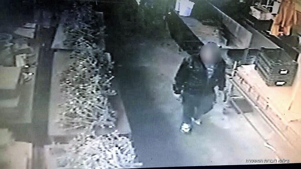 משמר הגבול עצר תושב נתניה (40) שנעזר בבנו בן ה-9 לביצוע גניבות | צילום: דוברות המשטרה