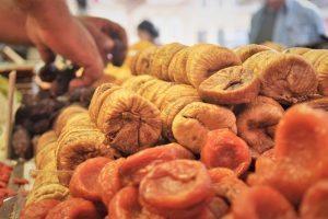 """משרד החקלאות: צרכו פירות טריים גם בט""""ו בשבט"""