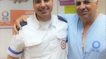מימין: אשר לנקרי שחייו ניצלו עם חובש בכיר במגן דוד אדום עומר עדייף | צילום: דוברות מדא