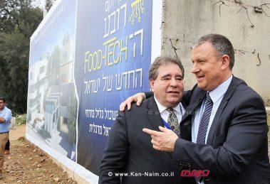 חבר הכנסת דר' אראל מרגלית מימין עם המנהל הכללי של Jnff מר ראסל רובינסון | צילום: זאבי תקשורת.
