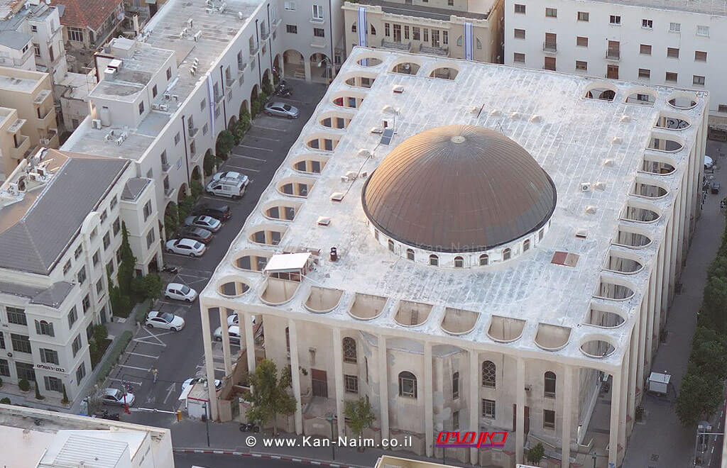 מראה מן האוויר של 'בית הכנסת הגדול' הנמצא בקרן הרחובות אלנבי 110 ורחוב אחד העם בעיר תל אביב | צילום: ויקיפדיה