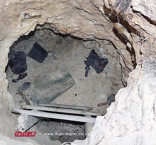 חפירה שביצעו שודדי העתיקות מדבוריה ביער בית קשת בגליל התחתון