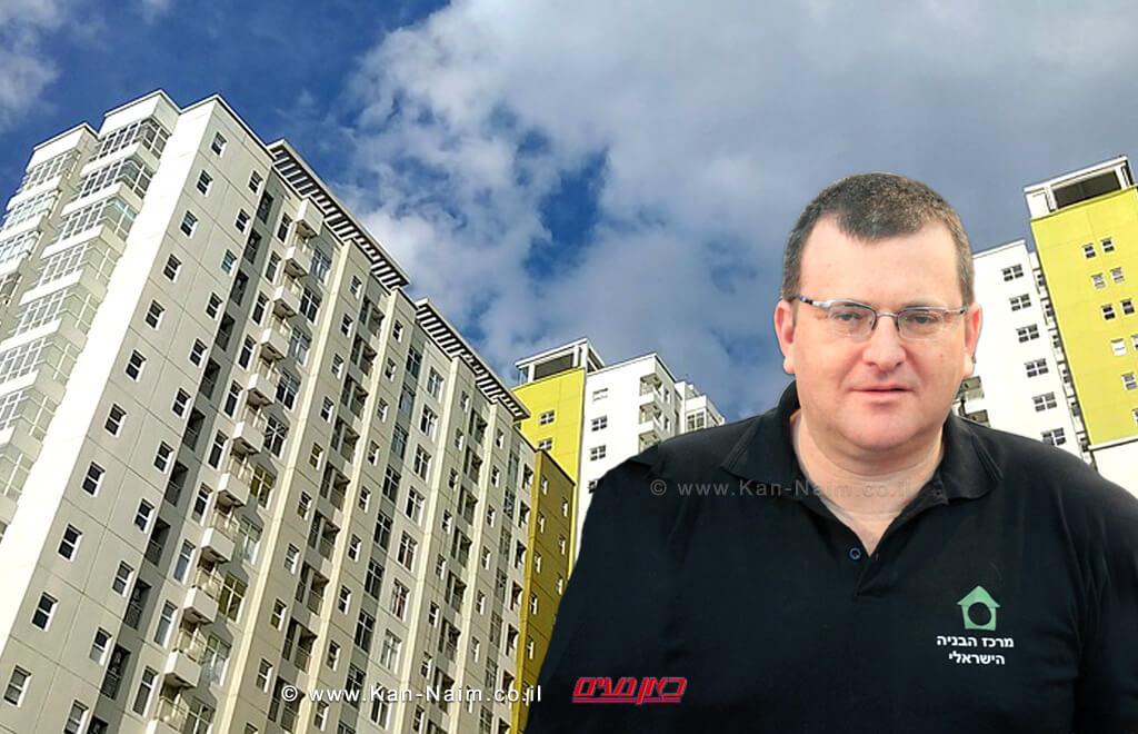 יושב ראש מרכז הבניה הישראלי מר ערן רולס, ברקע: בניין גבוה | צלם: קרייג אריאב