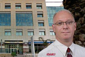 ראש רשות התאגידים, עורך דין אייל גלובוס | רקע: בניין משרד המשפטים בתל אביב | עיבוד: שולי סונגו | צילום: גוגל