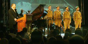 חיילים במשמר כבוד בטקס בליל יום הזיכרון, בבנייני האומה בירושלים