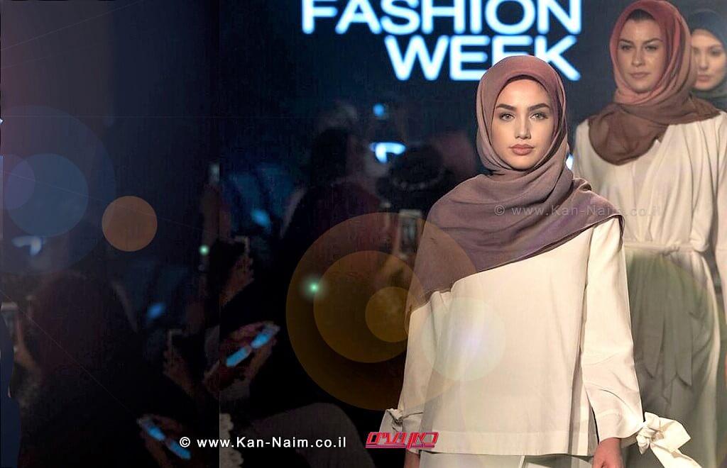 הדוגמנית חלימה עדן (Halima Aden) בשבוע האופנה הצנוע של Modanisa בלונדון | עיבוד צילום: שולי סונגו©