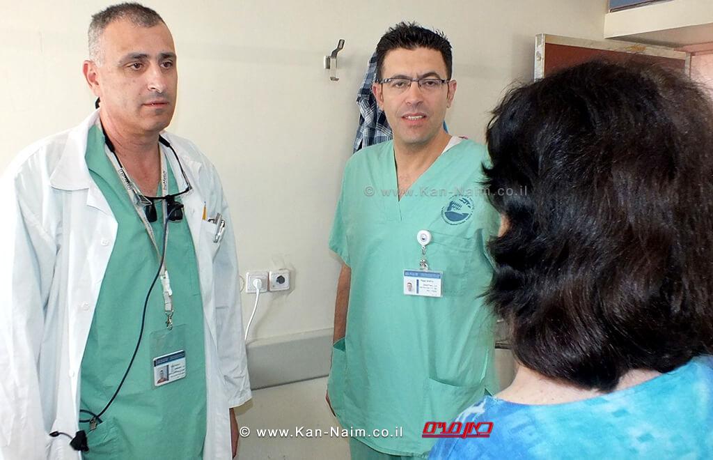 מימין: אביבה תושבת העיר נשר במרכז: דוקטור אמין אבו ג'בל, משמאל: דוקטור אבו אל נאעג' במרכז הרפואי פדה-פוריה | צילום: מיה צבן