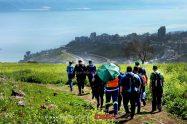 תלמידים בסיור הכנה בתואי המתוכנן של שביל הסנהדרין. צילום: גלעד צינמון, רשות העתיקות