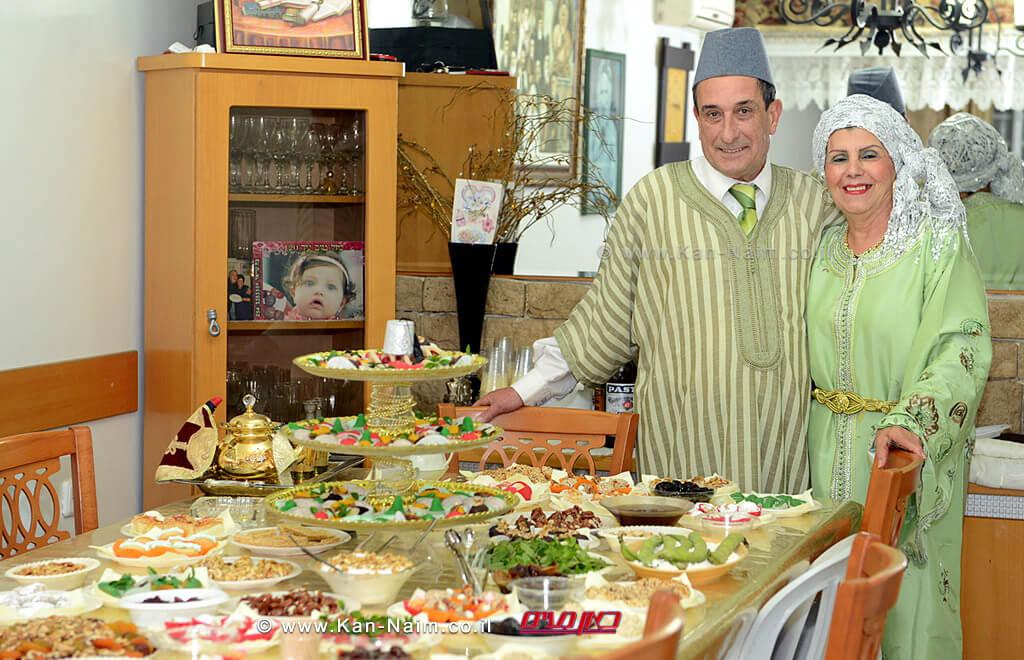 אירועי המימונה, הערב, ראש הממשלה נתניהו ורעייתו בעיר חדרה בצילום זוג יוצאי מרוקו | צילום: ויקיפדיה