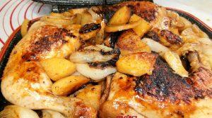 ארוחה קיצית: עוף במחבת פסים עם תפוחי-אדמה בצל בדבש ותבלינים| עיבוד צילום: שולי סונגו ©