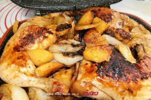 ארוחה קיצית: עוף במחבת פסים עם תפוחי-אדמה בצל בדבש ותבלינים  עיבוד צילום: שולי סונגו ©