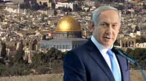 ראש הממשלה מר בנימין נתניהו ברקע:מסגד אל-אקצא | פָּרָשַׁת דְבָרִים |מנהיג צריך להיות חכם וגם ידוע | עיבוד צילום: שולי סונגו