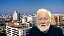 עזה כמוות השנאה| העיתונאי אורי אבנרי ברקע: העיר עזה | צילום ויקיפדיה | עיבוד צילום: שולי סונגו ©