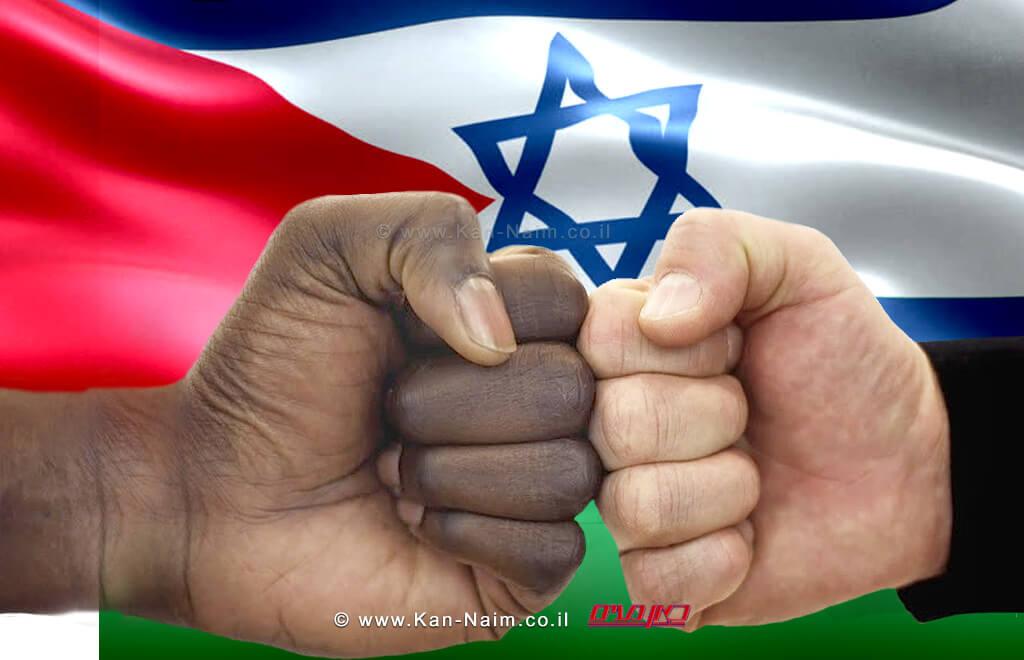 ביצת קולומבוס   העולם הזה על פי אורי אבנרי, רקע: דגלי ישראל פלסטין   עיבוד צילום: שולי סונגו ©
