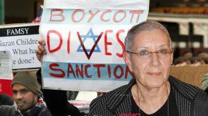 דר' רוחמה מרטון מייסדת ונשיאת-הכבוד של הארגון הישראלי 'עמותת רופאים לזכויות אדם' | עיבוד צילום: שולי סונגו ©
