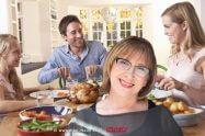 איך לצום בריא וקל על פי התזונאית הקלינית, דר' אולגה רז | ארוחה ערב משפחתית | עיבוד צילום: שולי סונגו ©
