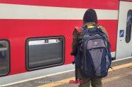 חיילי צהל לעלות על כלל כלי התחבורה הציבורית באמצעות פנקס החוגר | חיילת עולה לרכבת | צילום דוץ