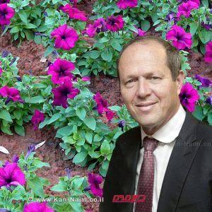 ראש העיר ירושלים מר ניר ברקתמדבר בפרחים לתושביםלרגל ראש השנה | עיבוד צילום: שולי סונגו ©