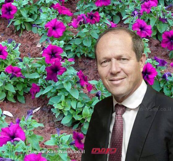 ראש העיר ירושלים מר ניר ברקתמדבר בפרחים לתושביםלרגל ראש השנה   עיבוד צילום: שולי סונגו ©