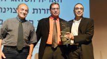 'האריה השואג'למר ניצן חן ו'לשכת העיתונות הממשלתית' מימין לשמאל: אריה הרשקו ומשה דיין