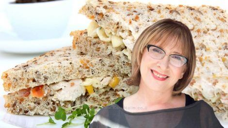 דר' אולגה רז, דיאטנית קלינית המומחית לדיאטות, דיאטת הלחם שלי, כריך מלחם קל | עיבוד צילום: שולי סונגו ©