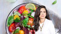 חלי ממן, כוהנת הדיאטות ברקע: סלט ירקות | צילום באדיבות istock | עיבוד צילום: שולי סונגו ©