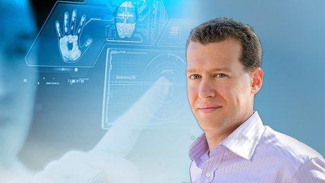 רוברט דן ינוביץ' ראש תחום שיטות (Methods) בחברת Comm-IT| עיבוד צילום: שולי סונגו ©