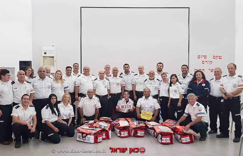 מסיימי קורס חובשי רפואת חירום ונהגי אמבולנס מתנדבים חדשים של תחנת מגן דוד אדום ביקנעם | עיבוד צילום: שולי סונגו ©
