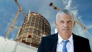 שר האוצר מר משה כחלון | רקע: תנופת בנייה של דירות | צילום: האוצר | עיבוד צילום: שולי סונגו ©