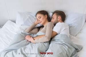 איכות השינה של האישה עם בן זוגה   עיבוד צילום: שולי סונגו ©